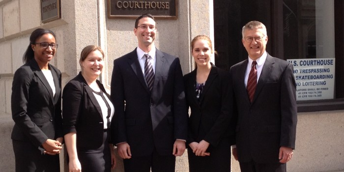 Group photo of Ashley Waring ('15), Karon Fowler ('15) and others outside the courthouse
